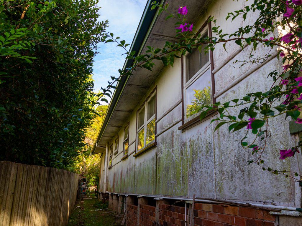 House Washing Sunshine Coast - dirty walls